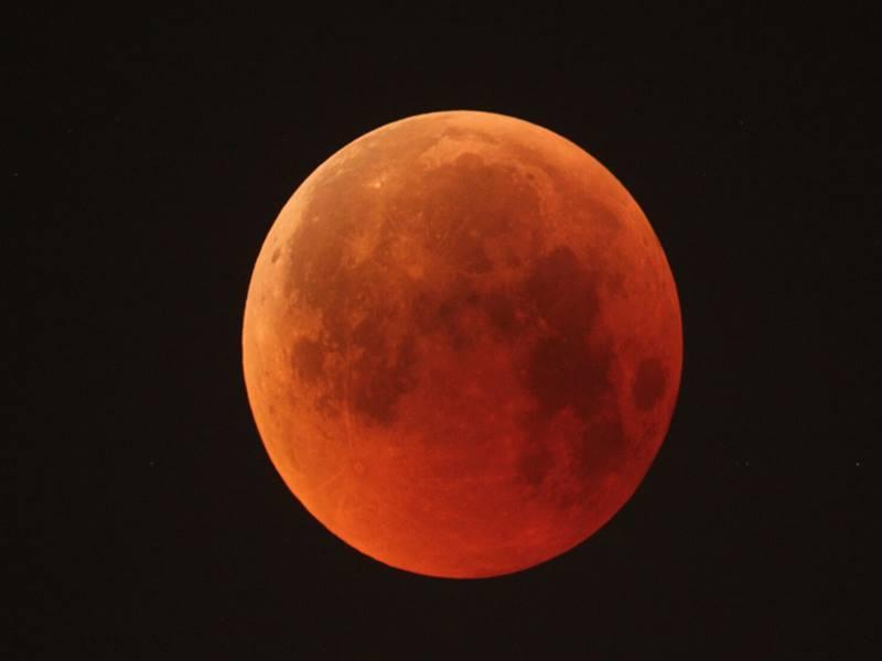 इस महीने लगेंगे चंद्र और सूर्य ग्रहण दोनों, जानिए इनसे जुड़ी खास जानकारियां