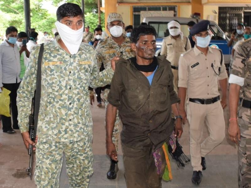 Rajnandgoan Naxal Encounter : मुठभेड़ के बाद भागे नक्सली, एक घायल माओवादी कमांडर गिरफ्तार