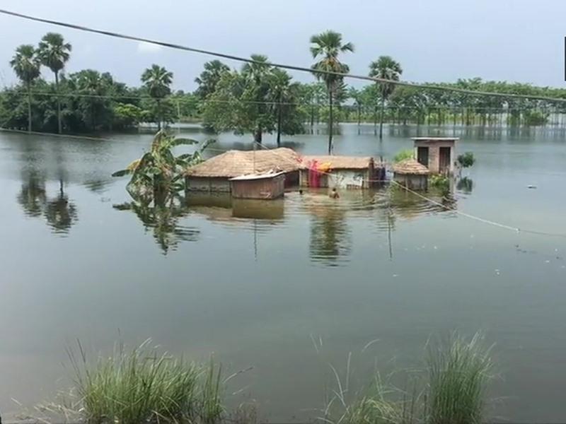 Bihar Flood: बिहार बाढ़ से बेहाल, लगातार बारिश के कारण कोसी-बागमती लाल निशान के पार, 44 मरे