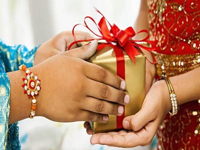 Raksha Bandhan 2020: अपनी बहन को दें ये यूनिक गिफ्ट, आपके बजट में होंगे फिट