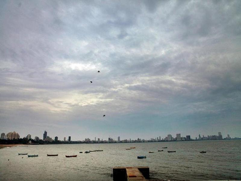 Cyclone Nisarga Live Update: मुंबई में अलर्ट, CM ठाकरे ने रहवासियों से कहा बाहर ना निकलें, सतर्क रहें