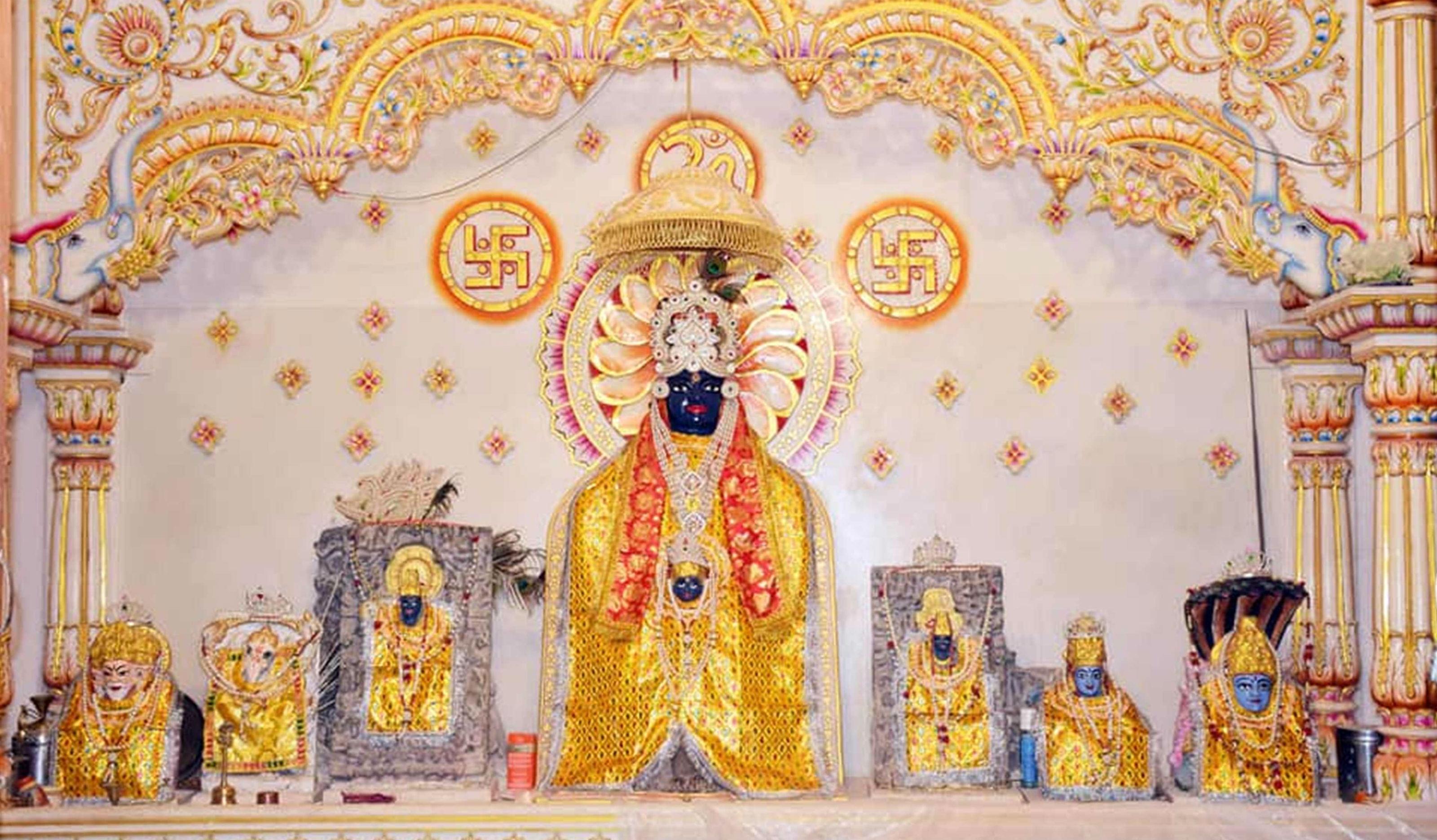 ठाकुरबाबा मंदिर में हुई सजावट, कजली पर्व पर नहीं लगेगी भीड़