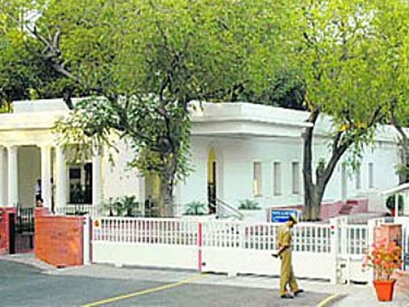 Priyanka Gandhi: कांग्रेस महासचिव प्रियंका गांधी की सुरक्षा में हुई चूक, घर में घुसी अनजान गाड़ी
