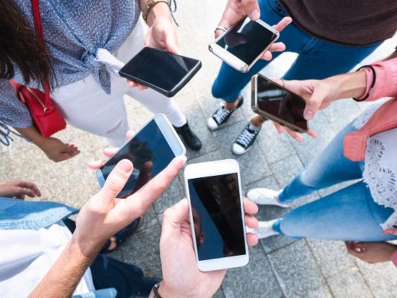 Smartphone Addiction : किंग्स कॉलेज लंदन के शोधकर्ताओं का दावा- 25 फीसद बच्चों को स्मार्टफोन की लत