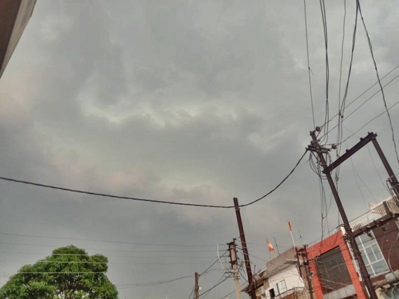 Ambikapur Weather Update : चक्रवाती तूफान निसर्ग का असर, अंबिकापुर में चल रही है तेज हवा