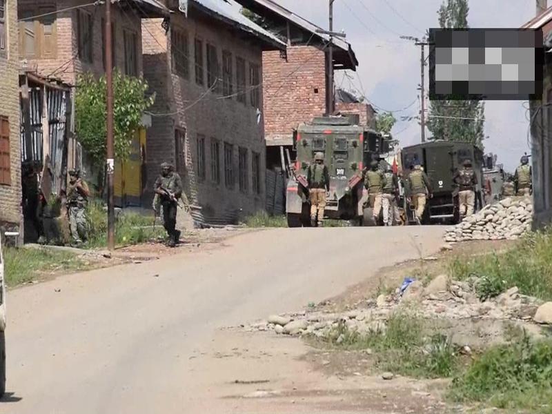 Pulwama Encounter: सुरक्षाबलों ने आतंकी मसूद अजहर के रिश्तेदार समेत 3 आतंकियों को मार गिराया