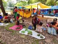 Kondagaon News : कोरोना से बचाव के लिए देवी-देवताओं से मन्नत मांग खोल रहे बाजार