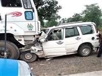Accident in Korba : कोरबा में खड़े ट्रेलर से टकराई कार, एक ही परिवार के चार की मौत