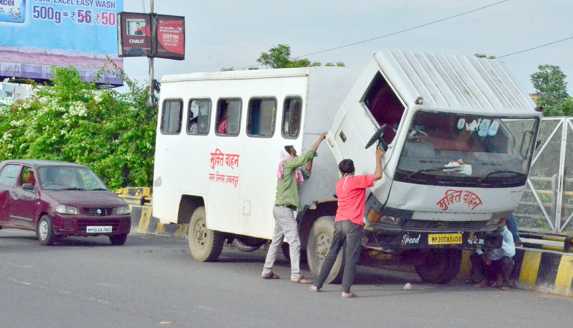 मुक्ति वाहन को चाहिए 'मुक्ति'
