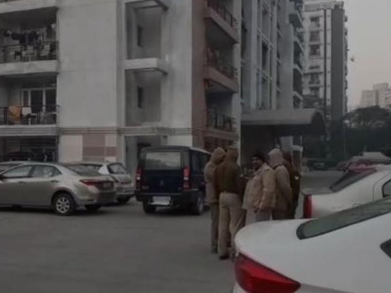 Indirapuram Suicide Case: बच्चों का गला घोंटा, फिर दो पत्नियों के साथ आठवीं मंजिल लगाई छलांग