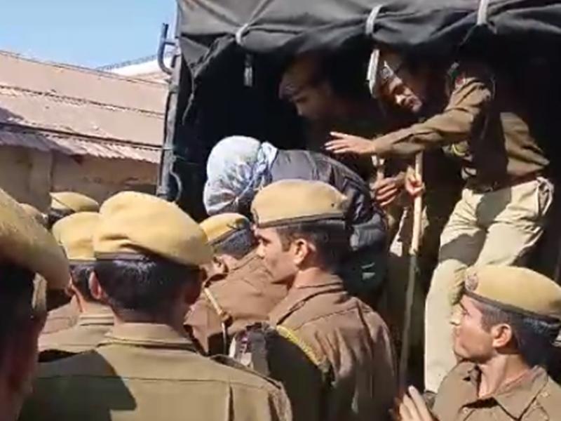 Rajasthan: टोंक के आरोपी पर फूटा लोगों का गुस्सा, पेशी के लिए लाए तो हुई पीटने की कोशिश