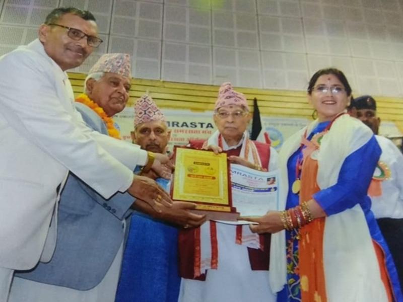 Madhya Pradesh News : 13 सालों से गरीबों और उनके बच्चों के चेहरों पर खुशी दे रहीं जबलपुर की यह शिक्षक