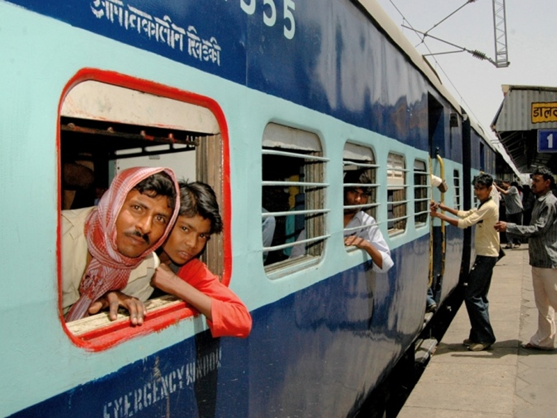 Railway तैयार, लेकिन अभी नहीं हुआ 15 April से ट्रेनें चलाने का फैसला
