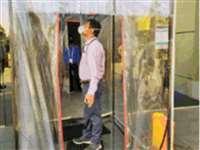 भोपाल के स्मार्ट सिटी दफ्तर में लगी MP की पहली फुल बॉडी सैनिटाइजेशन मशीन
