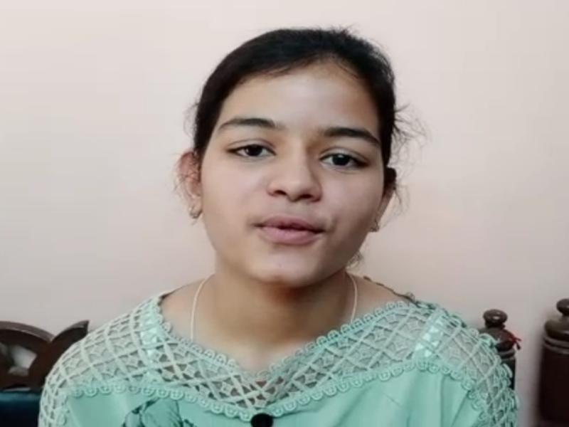 MP Board 10th Result 2020 : पिता का सपना पूरा करने के लिए डिप्टी कलेक्टर बनना चाहती हैं विदिशा जिले की देवांशी