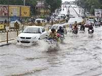 Mumbai Heavy Rain Alert: मुंबई-कोंकण में भारी बारिश से 7 की मौत, अवकाश घोषित, ट्रेनों का समय बदला