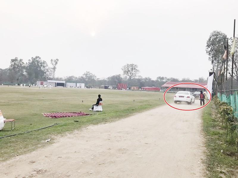 Ranji Trophy 2020: रणजी मैच में हुआ अजीब वाकया, मैदान के अंदर से गुजर गई 2 कारें