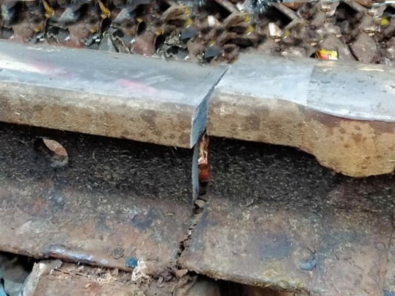 Khandwa Railway Station : एक माह में दूसरी बार पटरी क्रेक, सफाईकर्मी की सूझबूझ से बड़ा हादसा टला