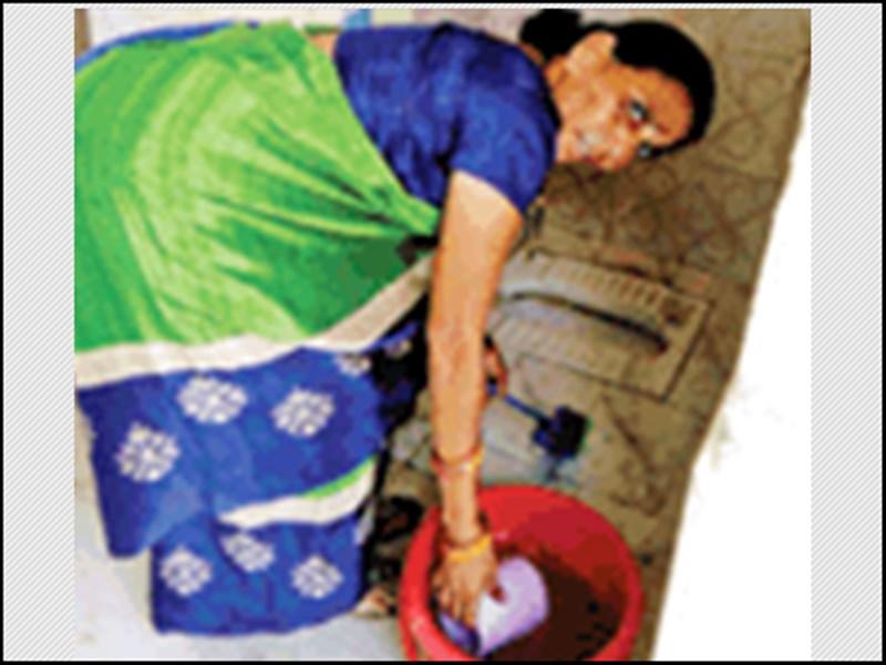 World Toilet Day 2019 :  स्कूल आते ही सबसे पहले टॉयलेट साफ करतीं हैं प्रिंसिपल