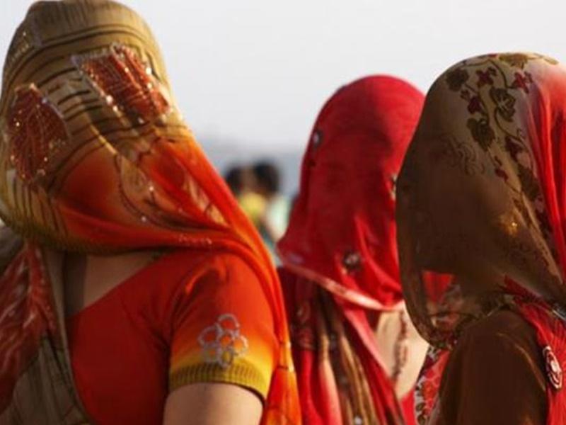 सामाजिक बदलाव : अब नहीं चलेंगे सरपंच पति, महिलाएं निकल रही है घूंघट से बाहर