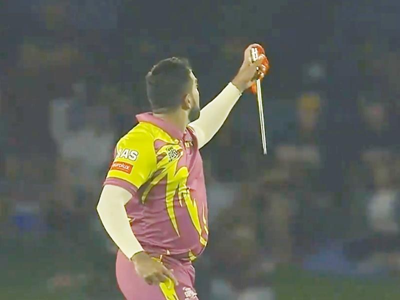 Magic trick in Cricket: तबरेज शम्सी ने मैदान में दिखाया जादू, देखिए Video