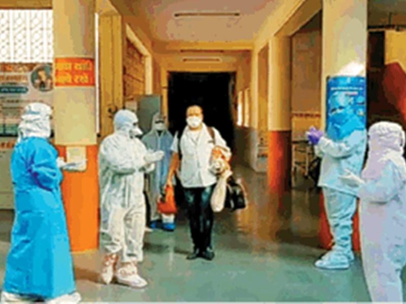 Coronavirus in Indore : इन कोरोना विजेताओं से सीखिए बीमारी से लड़ना