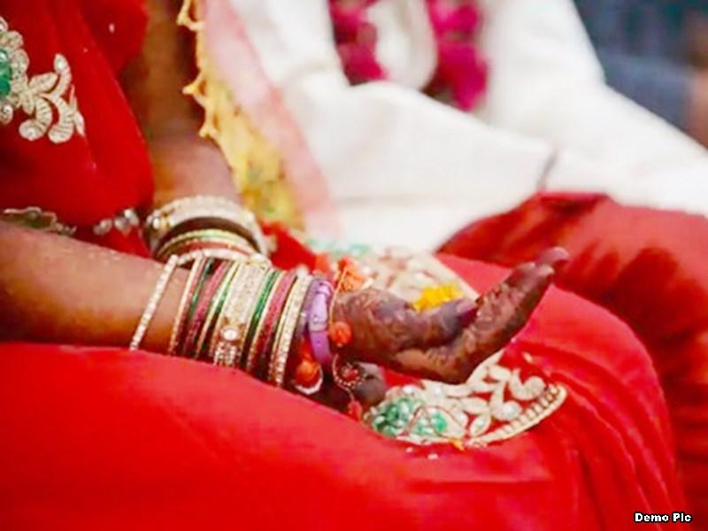 21 साल की लड़की को 19 साल के लड़के से हुआ प्यार, रुकवाई गई शादी