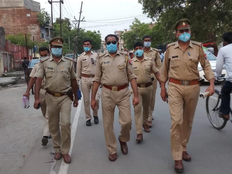 LIVE Kanpur News : यूपी में अपराधियों पर पुलिस का कहर, दबिश, छापा, गिरफ्तारी, अवैध निर्माण सील