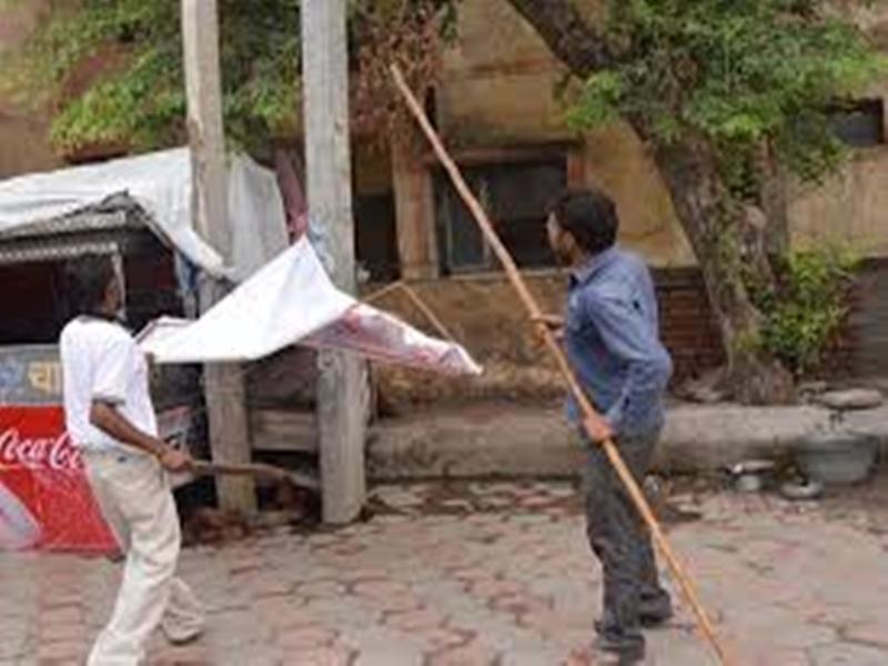 बगैर अनुमति लगे होर्डिंग, पोस्टर व बैनर हटाने का कड़ाई से पालन करें  : CM कमलनाथ