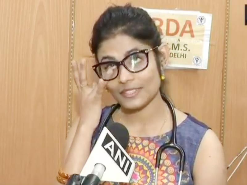CoronaVirus update: कोरोना मरीजों का इलाज कर रहीं AIIMS की डॉक्टर रो पड़ी, ये है वजह