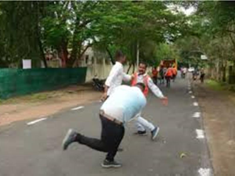 इंदौर नगर निगम कर्मचारी की पिटाई करने वाले मंत्री समर्थकों पर एफआईआर दर्ज