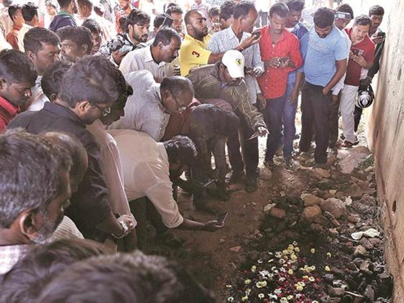 Hyderabad Encounter Case: आरोपियों के परिजन बोले- आखिरी बार देख तो लेने देते