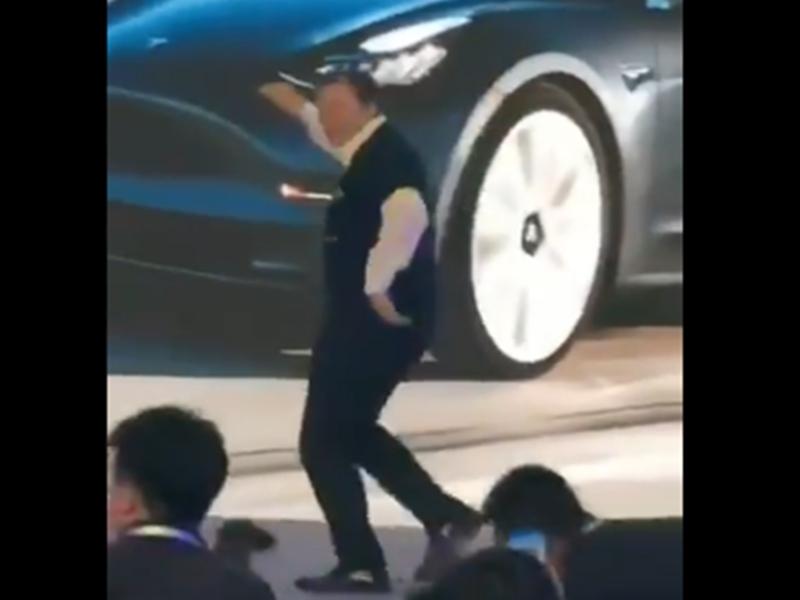 Tesla CEO Elon Musk का डांस वीडियो हो रहा वायरल, इस तरह का डांस शायद ही देखा हो