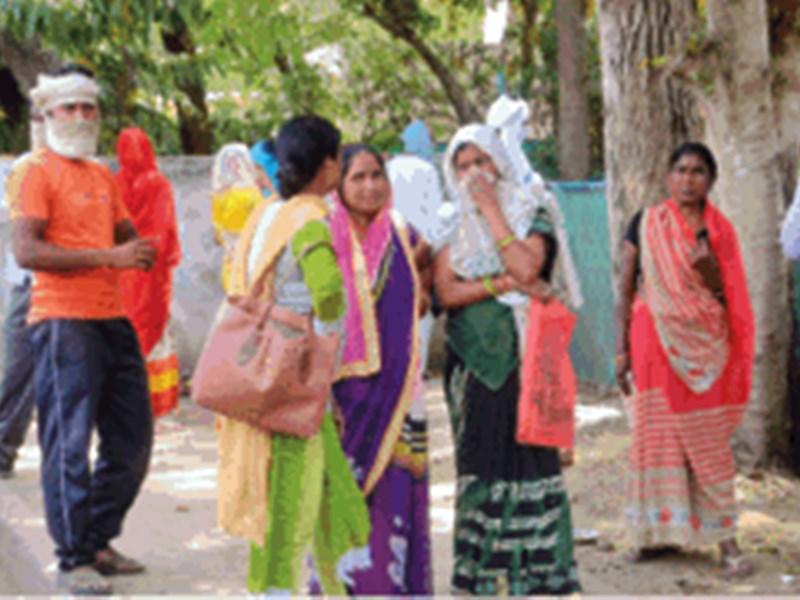 मध्य प्रदेश में जहां उपचुनाव होने हैं उन क्षेत्रों में जमकर बंट रहा राशन