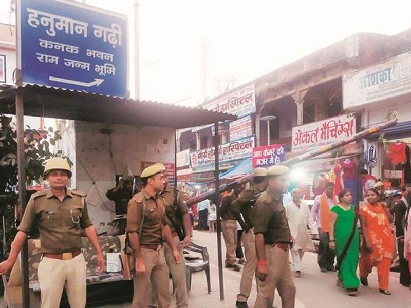 Ayodhya Verdict 2019 Uttar Pradesh Live Updates : अयोध्या में 10 ड्रोन से निगरानी, हेलिकॉप्टर तैनात, कुछ शहरों में इंटरनेट बंद