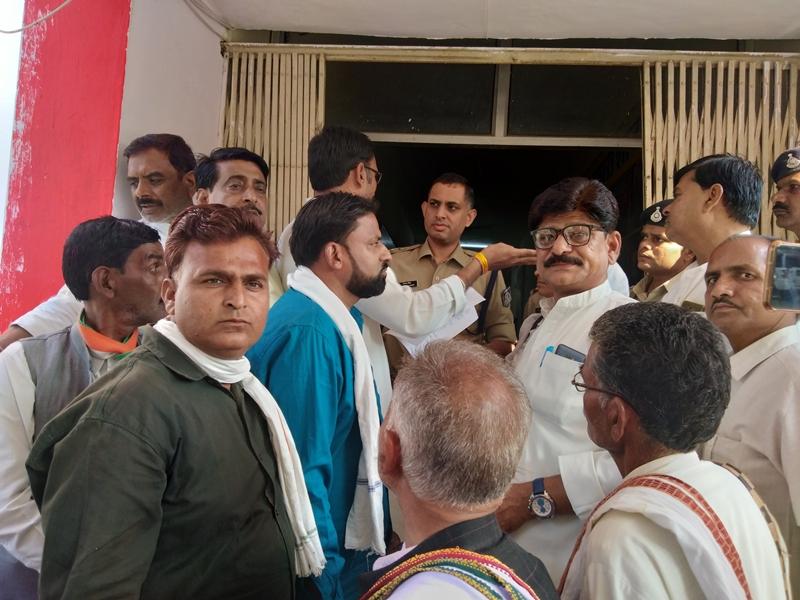 प्रभारी मंत्री के भतीजे के समर्थन में उतरी कांग्रेस, श्योपुर जिले की जनपदों में दूसरे दिन भी हड़ताल
