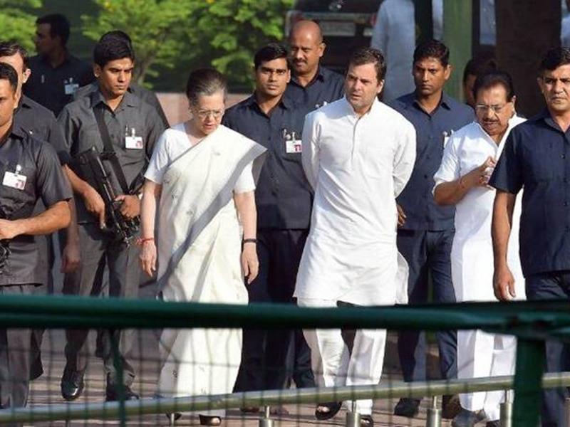 SPG Cover Withdrawal from Sonia, Rahul, Priyanka Gandhi: 28 साल बाद गांधी परिवार की एसपीजी सुरक्षा हटी, कांग्रेस भड़की