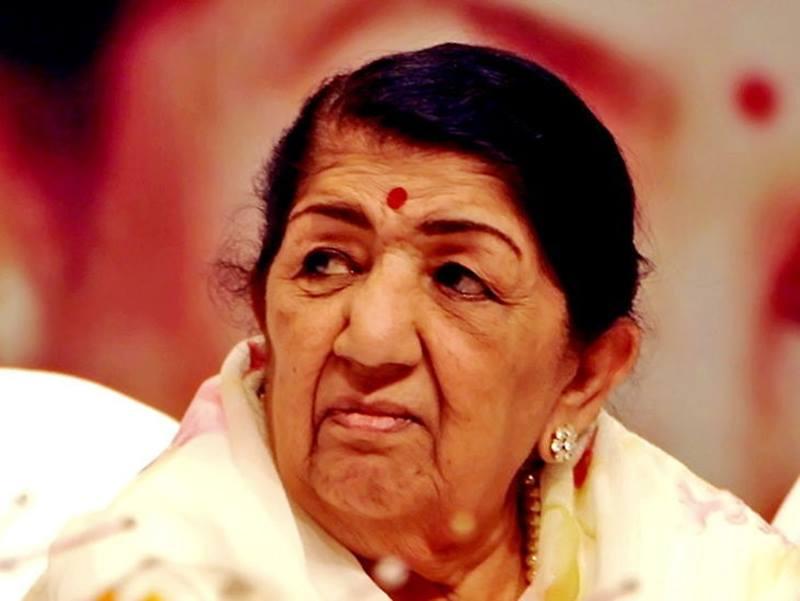Lata Mangeshkar: 28 दिनों के बाद अस्पताल से घर लौटी लता मंगेशकर, प्रशंसकों को दिया धन्यवाद