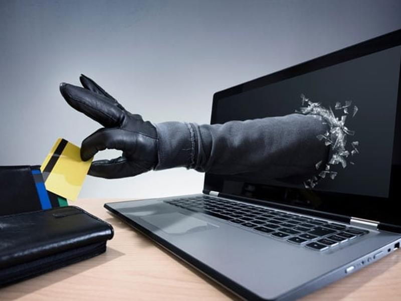 Online Fraud : बैंक या क्रेडिट कार्ड की जानकारी मांगने का फोन, एसएमएस या मेल मिले तो हो जाएं सावधान