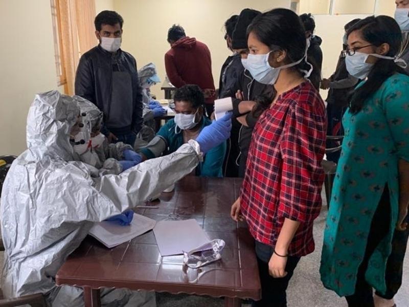 Coronavirus Crisis: 'False Negative' मरीजों के मिलने से बढ़ी सरकार की चिंता, जानें क्या है ये