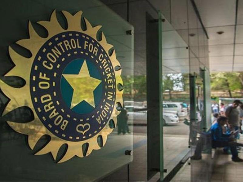 BCCI के सीएफओ रांगणेकर ने दिया इस्तीफा, जौहरी और करीम भी निशाने पर