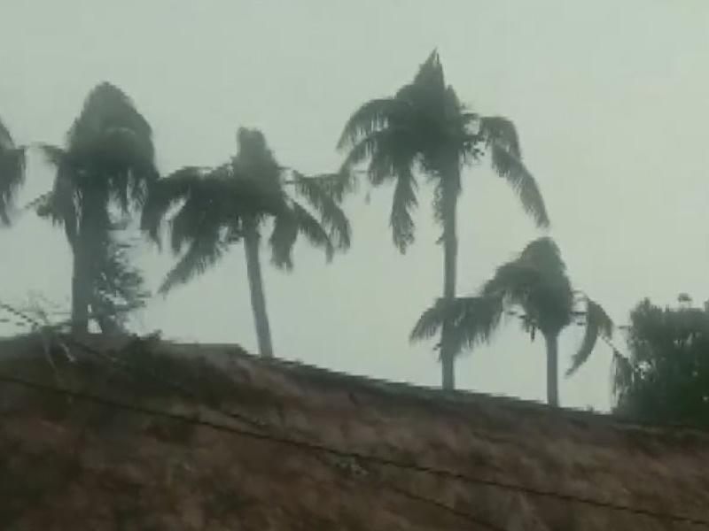 Cyclone Bulbul Update: बंगाल से गुजरने वाला है चक्रवात बुलबुल, कोलकाता एयरपोर्ट 12 घंटे के लिए बंद