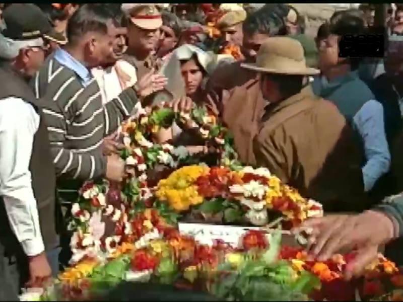 पुंछ में शहीद हुए राजीव सिंह का सैन्य सम्मान से हुआ अंतिम संस्कार
