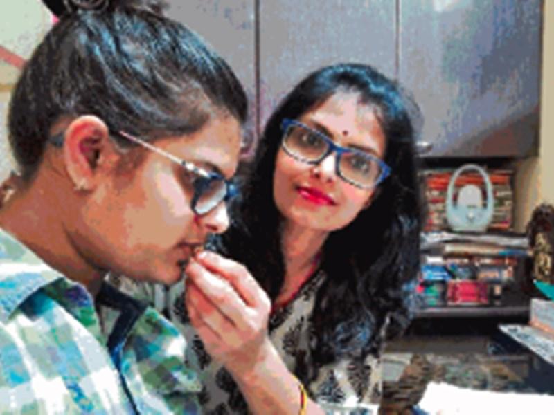 Mothers Day 2020 : राजस्थान के कोटा में बेटी के साथ फंसी तो बन गई 90 बेटियों की भी मां
