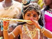 Happy Janmashtami 2020 Wishes: श्रीकृष्ण के जन्म की ऐसे दें बधाइयां, कान्हा के इन भजनों को सुनकर झूम उठेगा मन