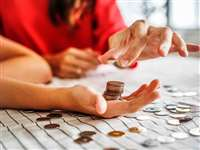 Personal Finance: कोरोना वायरस ने बदल दी जिंदगी, अब खर्च घटाने, बचत बढ़ाने पर जोर दे रहे लोग