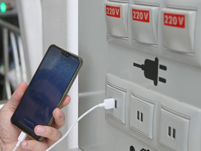 इन जगहों पर किया अगर फोन चार्ज तो मिनटों में खाली हो सकता है आपका बैंक अकाउंट