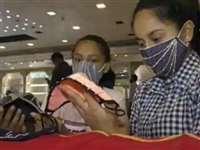 गुजरात: दूल्हा, दुल्हन के लिए स्पेशल हीरे जड़े फेस मास्क, 1.5 लाख से 4 लाख में बिक रहे