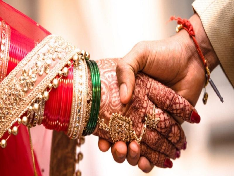 Betul News : एक ही मंडप में दो लड़कियों से शादी, एक माता-पिता की मर्जी से तो दूसरी लव मैरिज