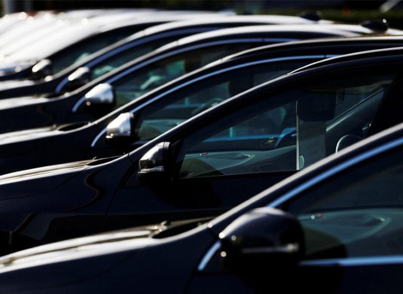 Automobile sector : अक्टूबर में घरेलू बाजार में कारों की बिक्री 6.34 प्रतिशत घटी